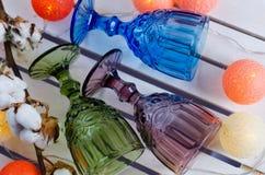 Ð ¡ olored szkła z kwiatami bawełna Zdjęcie Stock