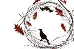 Ð-¡ omposition von Niederlassungen und leavese für Halloween auf weißem Hintergrund lizenzfreie stockfotos