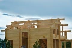 Ð-¡ onstructionen av hus från pläterade limmade strålar strålar Fotografering för Bildbyråer