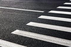 Ð-¡ rosswalk på vägen för säkerhet Arkivbilder