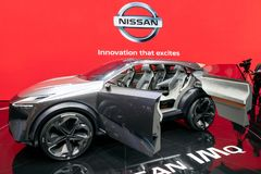 Дебют автомобиля концепции кроссовера Nissan IMQ гибридный стоковая фотография