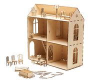 Деревянный кукольный домик с меньшей мебелью на белой предпосылке стоковое изображение rf