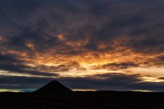 Держатель Keilir на заходе солнца около Рейкявика, Исландии стоковые фотографии rf