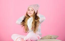 Держите knitwear мягкий после мыть Мягкий связанный аксессуар Подсказки для заботить для связанных одежд Волосы ребенка длинные т стоковое фото rf