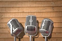 Диапазон группы винтажного крена утеса микрофона трио mics поя поет оборудование песни стоковое фото rf