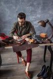 Дизайнерский превращаясь набор навыка на обувном магазине стоковое изображение