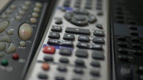 Дистанционные управления ТВ с кнопками видеоматериал