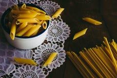 Длинные и короткие макаронные изделия стоковое фото rf