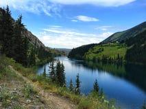 Дно озера kolsay в Казахстане стоковые фотографии rf