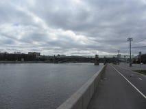 Ð  Ð ½ Ð'Ñ€Ð?Ð?Ð ² Ñ  киР¹ Ð ¼ Ð ¾ Ñ  Ñ 'Ð ² Ð ³ МР¾ Ñ  кР² а, РР¾ Ñ  Ñ  Ð¸Ñ /Andreevsky-brug in Moskou, Rusland Royalty-vrije Stock Foto