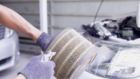 Дуньте воздушный фильтр автомобиля сток-видео