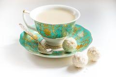 Ð ¡奶茶和糖果 免版税库存图片