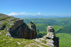 Ð ¡ anyon op de achtergrond van Onderstel Elbrus Royalty-vrije Stock Afbeeldingen