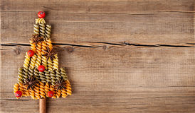 Ð ¡ ard με τις φυσικές διακοσμήσεις στο ξύλινο υπόβαθρο Στοκ Φωτογραφία