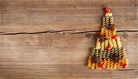 Ð-¡ ard med naturliga garneringar på träbakgrund Fotografering för Bildbyråer