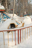 Ð ¡ arousel που καλύπτεται με το χιόνι στο λούνα παρκ Στοκ Φωτογραφία
