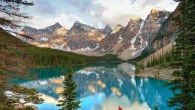"""¾ Ð DE и Ð DO  DE Ð?Ñ DE Ð DE """"‹DO ¾ Ñ€Ñ Ð, Д·¾ de Ð?рРMontanhas, floresta e lago Foto de Stock Royalty Free"""