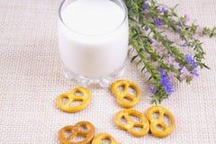 Ð- Glas Milch Stockfotos