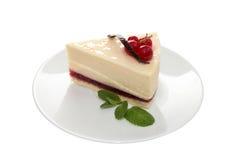 Ð ¡ heese tort z nowym liściem na bielu talerzu Zdjęcie Stock