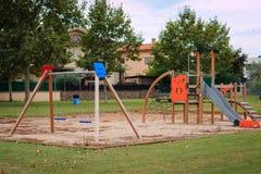 Ð-¡ hildren Spielplatz den auf mehreren Einheiten Lizenzfreie Stockfotos
