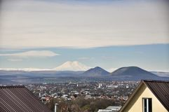 Ð ¡ ityscape en bergmening dichtbij Pyatigorsk royalty-vrije stock afbeeldingen