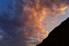 Ð ¡ louds bij zonsondergang Stock Afbeeldingen