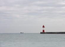 Ð  mały statek przy horyzontem w tło widoku i Fotografia Stock