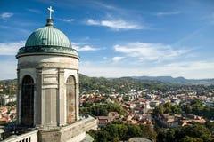 Оn el tejado de la basílica de St Adalbert en Esztergom Imagen de archivo