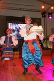 Ð-¾ n Stadium sind Tänzer und Sänger, Schauspieler, Chormitglieder, Tänzer von corps de ballet, Solisten des ukrainischen Kosaken Stockfoto