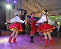 Ð-¾ n Stadium sind Tänzer und Sänger, Schauspieler, Chormitglieder, Tänzer von corps de ballet, Solisten des ukrainischen Kosaken Lizenzfreies Stockfoto
