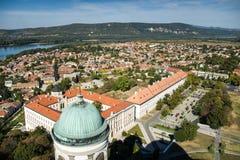 Оn taket av basilikan av St Adalbert i Esztergom Arkivfoto