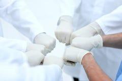 Доктора и медсестры координируют руки стоковая фотография rf
