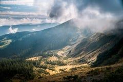 Долина горы во время восхода солнца landscape естественное лето стоковое изображение rf