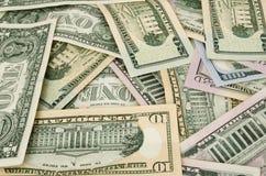 Доллары Amarican разбросаны с различными мемориалами стоковая фотография