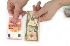 Доллар и евро в руке сравнение стоковое изображение