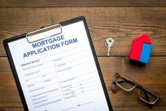 дом доллара принципиальной схемы 100 счетов сделала ипотеку вне Форма заявления на предоставление ипотечного кредита около ключа  стоковое изображение rf