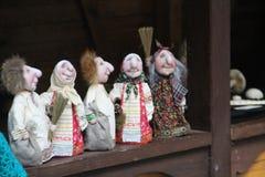 Домодельные куклы на счетчике стоковая фотография rf