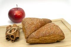 Домодельные оборачиваемости яблока печенья слойки стоковое фото rf