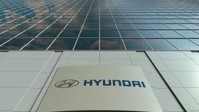 Доска Signage с логотипом Hyundai Мотора Компании Современный промежуток времени фасада офисного здания Редакционный перевод 3D бесплатная иллюстрация