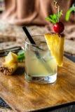 Ð-¡ ocktail verziert mit Ananas Lizenzfreie Stockbilder
