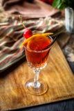 Ð-¡ ocktail verziert mit Kirschen Stockbild