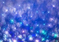 Ðœodernachtergrond van kleurrijke glanzende stralen op blauw stock illustratie