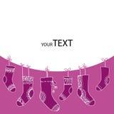 Ð-¡ ollection von lustigen Socken auf einem purpurroten Hintergrund Lizenzfreies Stockfoto