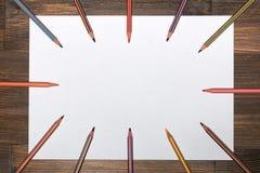 Ð ¡ olored在一张白色纸片的铅笔 库存照片