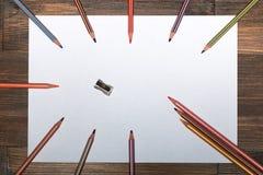 Ð ¡ olored在一张白色纸片的铅笔 免版税图库摄影