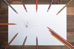 ¡ Ð olored карандаши на белом листе бумаги Стоковые Фотографии RF