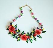 Ð-¡ olored prydnaden för halsen med röda blommor Arkivfoton