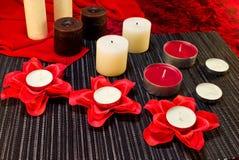 Ð-¡ omposition av stearinljus i röda svarta färger Royaltyfri Bild