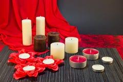 Ð-¡ omposition av stearinljus i röda svarta färger Royaltyfri Foto