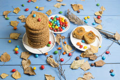 Ð ¡ ookies en gekleurd suikergoed stock afbeelding